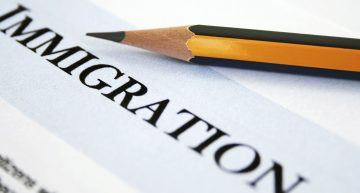 The importance of going to immigration services accompanied by a lawyer with a license and experience in immigration