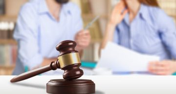 Choose the Right Divorce Attorney Based on These 4 Signs