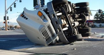 Know How Truck Accident Lawyer Would Help You In Case Of Truck Accidents