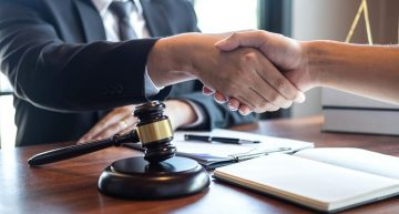 How to select the right Real Estate Attorney in 2021?